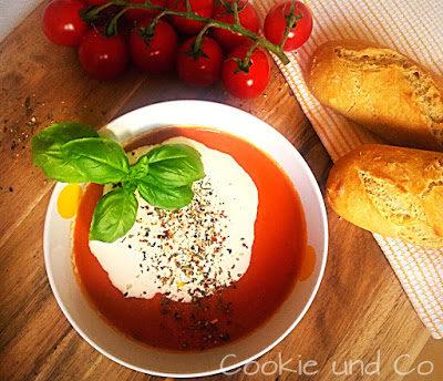 Mediterrane Tomatensuppe: leicht & schnell