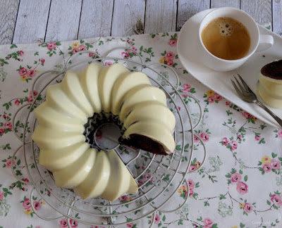 Baileys-Schokohupf mit weißer Schokoladenglasur