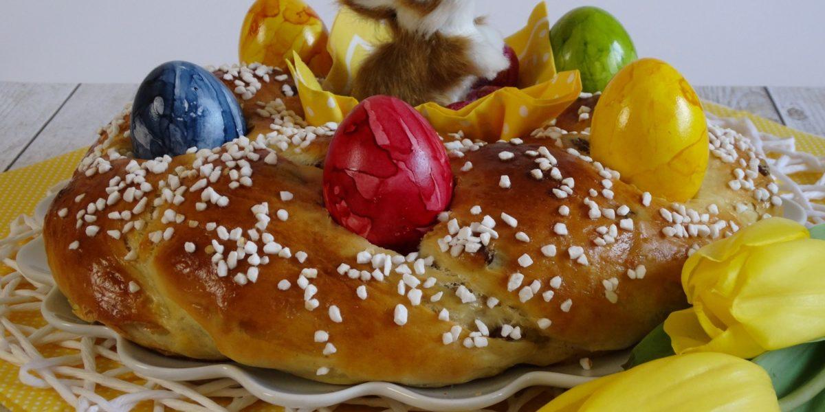 Der Osterkranz ist sehr wandelbar, kann mit und ohne Rosinen zubereitet werden oder auch mit Cranberries.