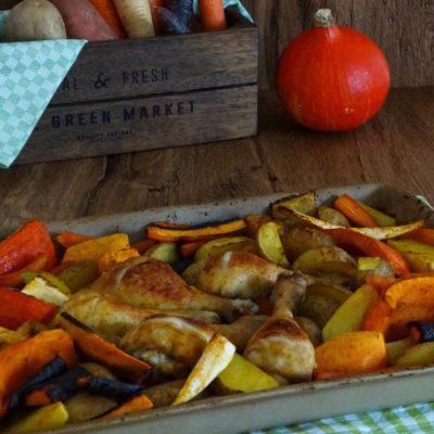 Herbstliches Ofengemüse (mit Hähnchenkeulen)
