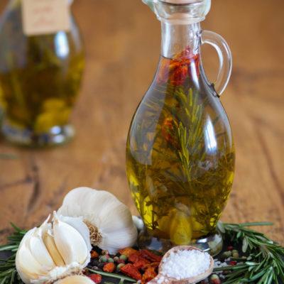 Mediterranes Kräuteröl: würzig & aromatisch