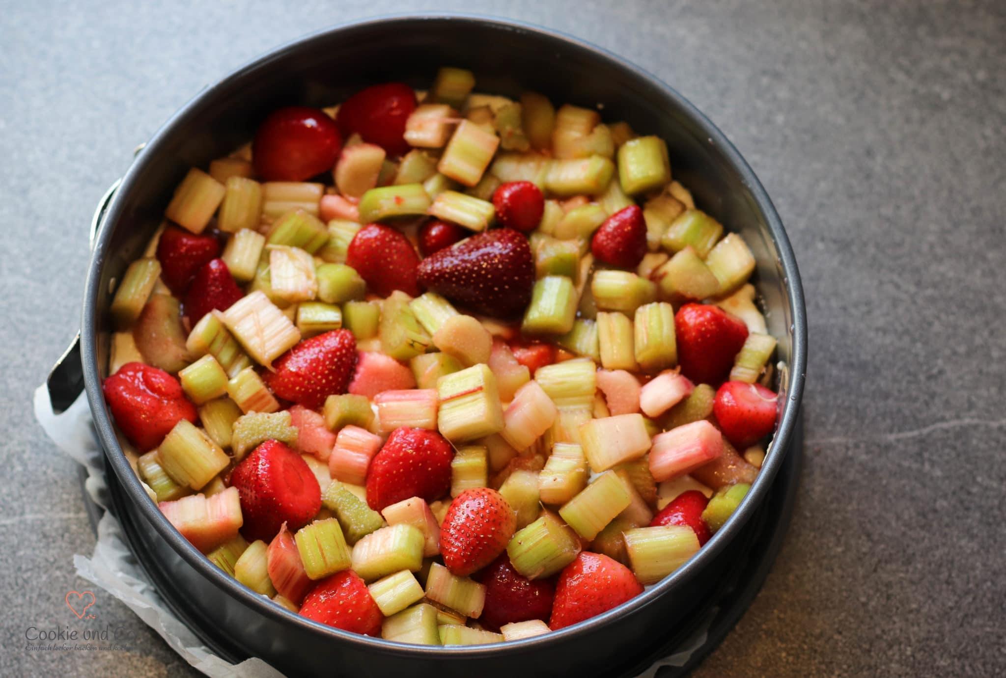 Rhabarber-Streuselkuchen mit Pudding