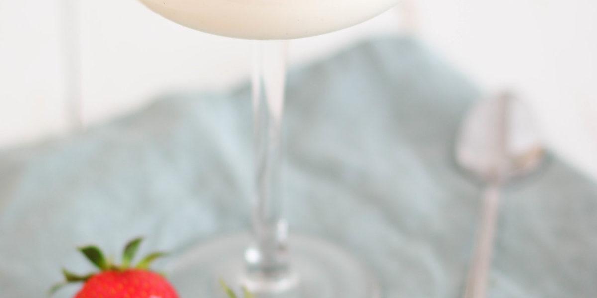 Joghurt Panna Cotta mit Erdbeeren