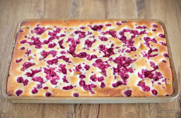 Versunkener Pfirsich-Himbeer-Kuchen