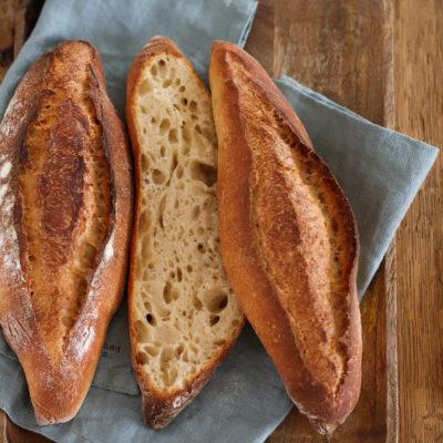 Baguettebrötchen: rustikal & knusprig (mit Hefewasser)