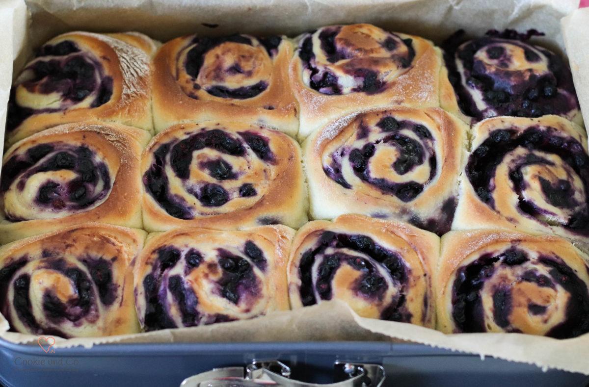Blueberry-Cheesecake-Rolls