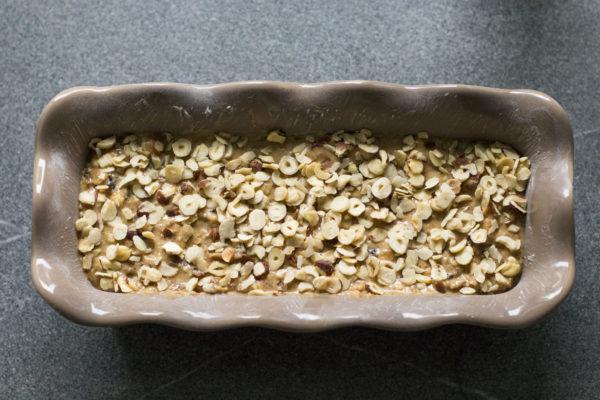Teig für Früchtebrot in einer Kastenform