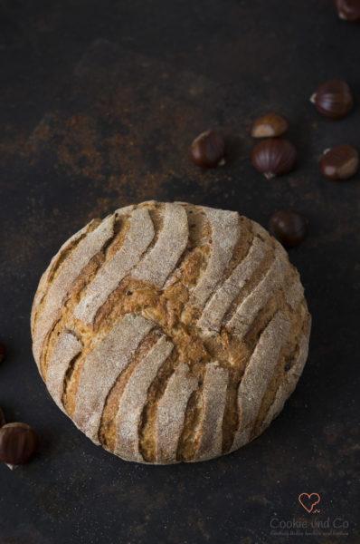 Maroni Brot (Auffrischbrot) auf einem alten Backblech