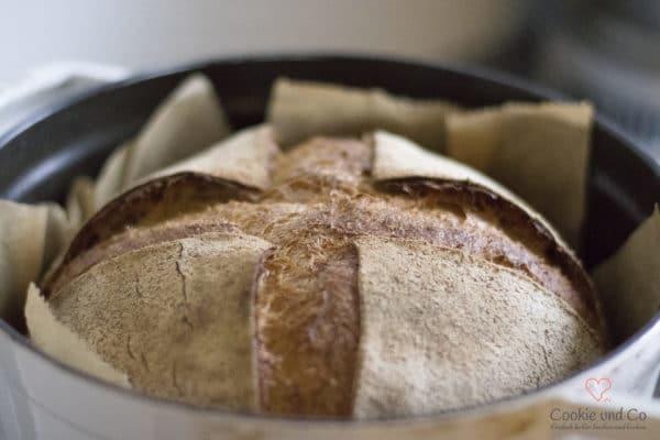 Kornkruste frisch gebacken im Gusstopf