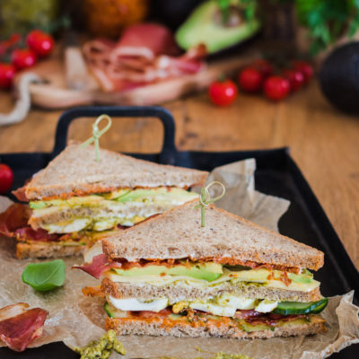Avocado Bacon Sandwich mit Pesto