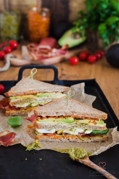 Avocado Bacon Sandwich mit zweierlei Pesto