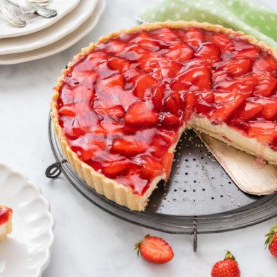 Erdbeer-Vanille-Tarte mit weißer Schokolade