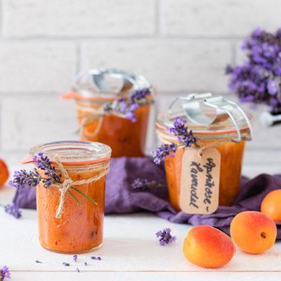 Aprikosen-Konfitüre mit Lavendel