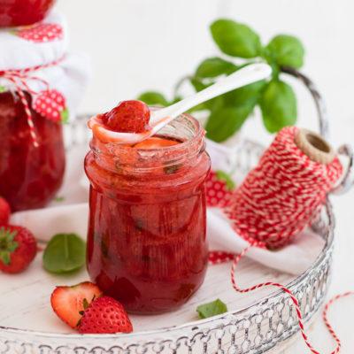 Erdbeer-Konfitüre mit Basilikum