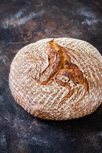 Topf-Brot auf einem Backblech