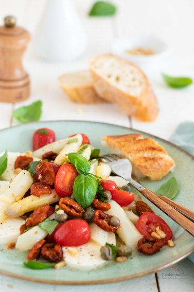 Spargelsalat mit Tomaten und Mozzarella
