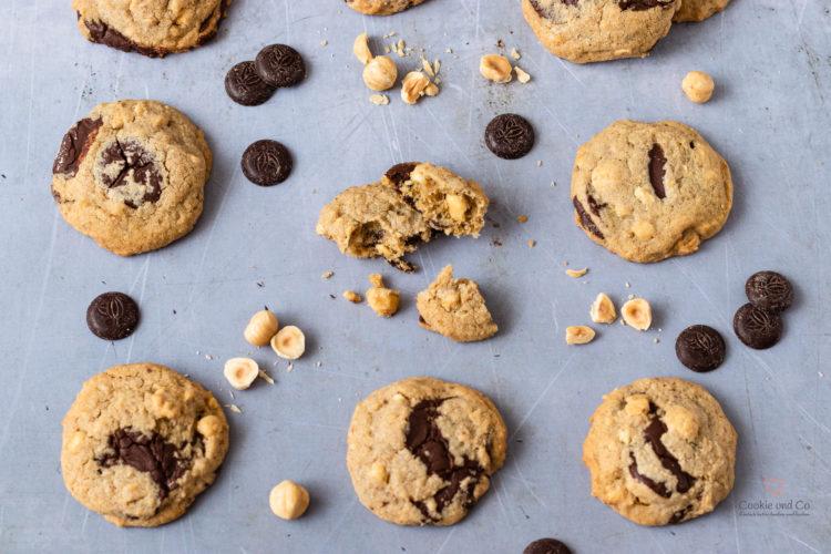Amerikanische Cookies mit Schokolade und Nüssen