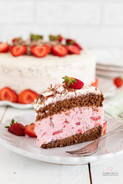Sommertorte mit Erdbeeren und Quarkfüllung