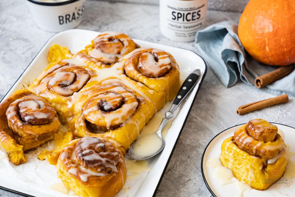 Kürbis-Zimtschnecken - Pumpkin Spice Cinnamon Rolls