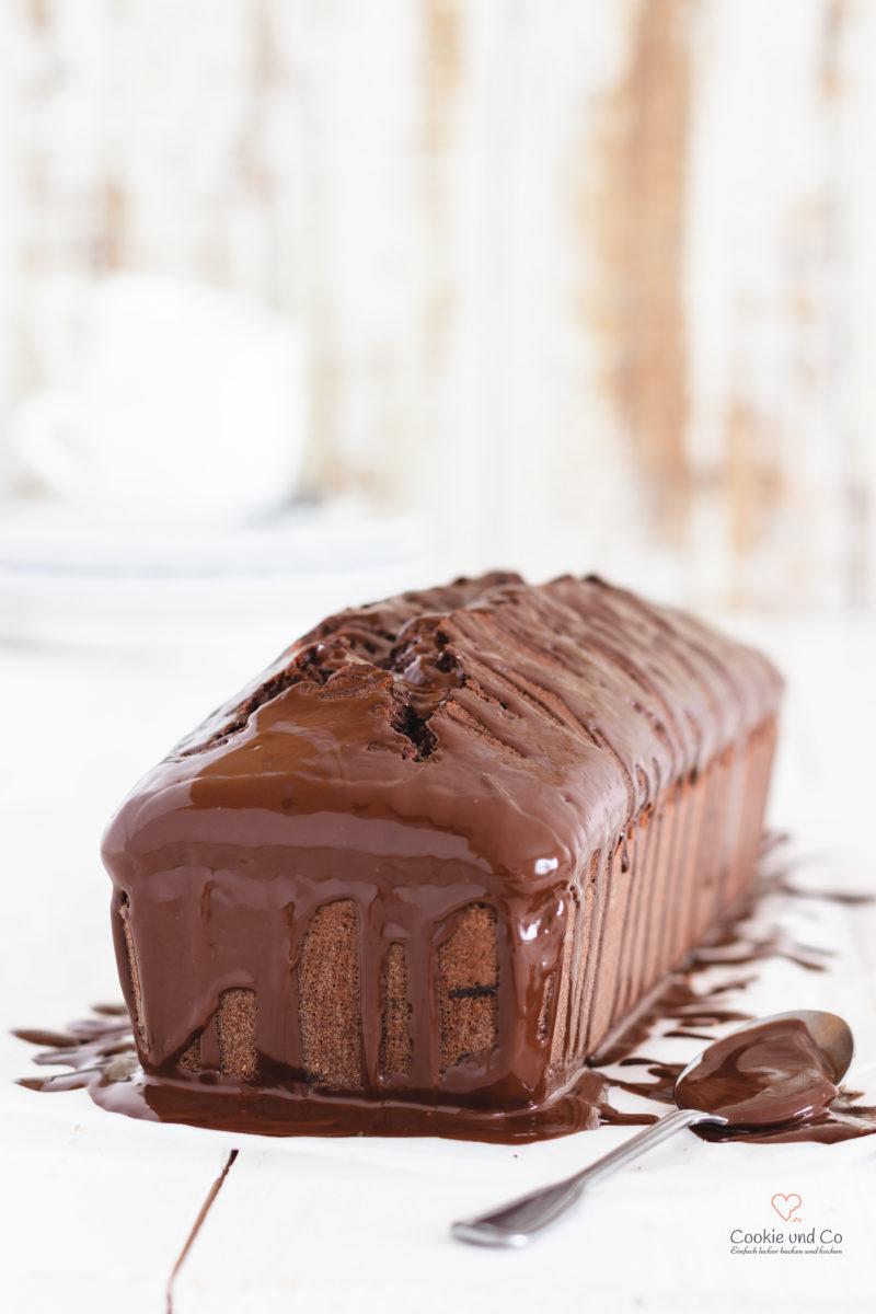 Saftiger Schokokuchen aus Rührteig mit einer Glasur aus Schokolade.