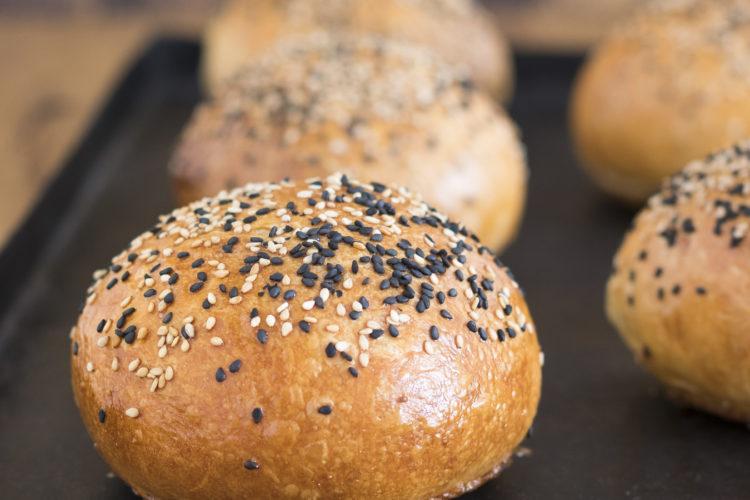 Brioche Burger Buns - die besten. Sehr fluffig, soft und sehr lecker. Mit wenig Hefe.