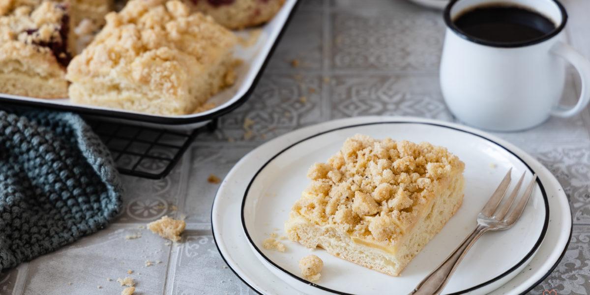 Streuselkuchen vom Blech mit wenig Hefe und Lievito adre. Obstkuchen- Blechkuchen mit Obst.