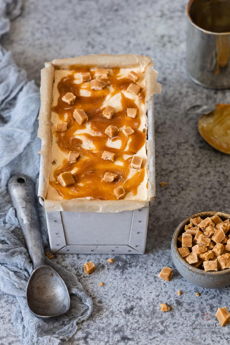 Karamell Eis / Salzkaramell Eis mit Sahne Toffees und Karamellsoße. Mit & ohne Eismaschine
