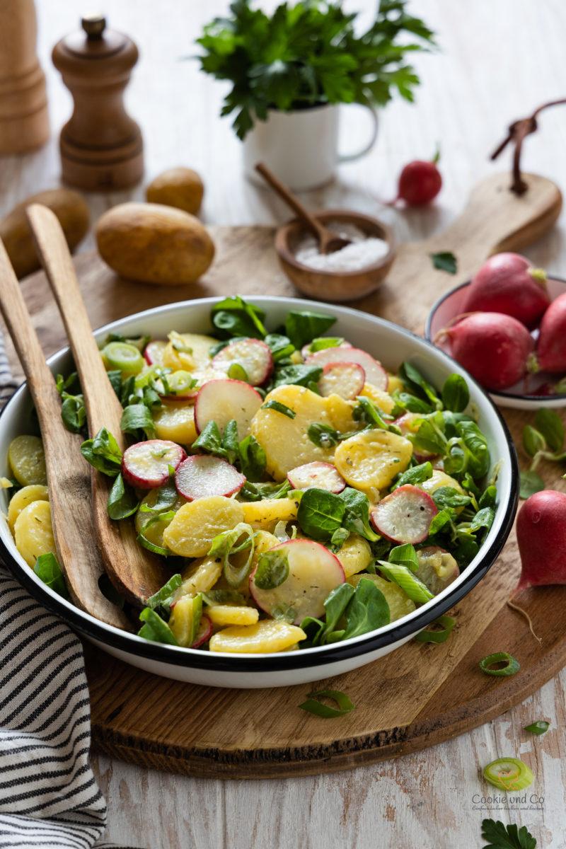 Salat aus Kartoffel, Feldsalat und Radieschen